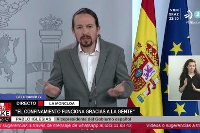 Pablo Iglesias convierte la rueda de prensa en un circo: se 'disfraza de payasete' para hablar con los niños