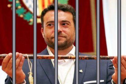 Àlex Pastor, alcalde socialista de Badalona, fue a buscar un perro y acabó mordiendo a un policía