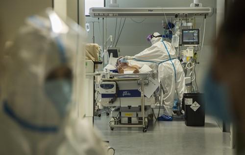 Otro día negro: España registra una leve subida en las muertes diarias y los contagios confirmados