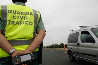 La Guardia Civil detiene a un tipo que soltó a su hijo en la autovía para entretener a los agentes y huir de un control