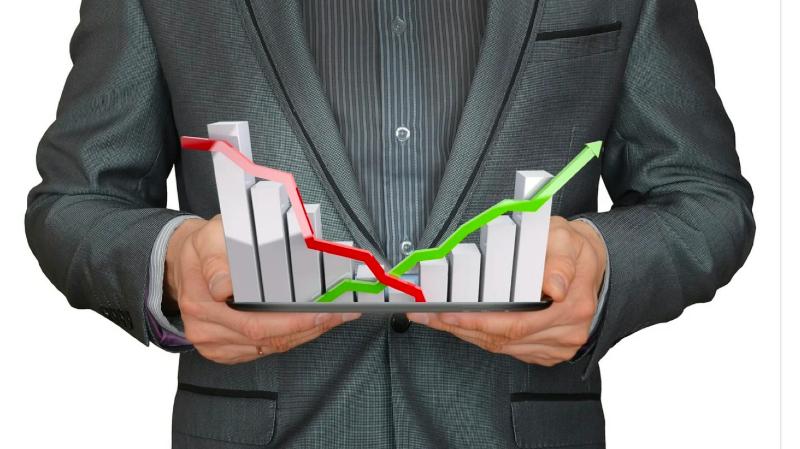 Wall Street cae con fuerza, golpeado por los bonos y los temores a una nueva ola de COVID-19