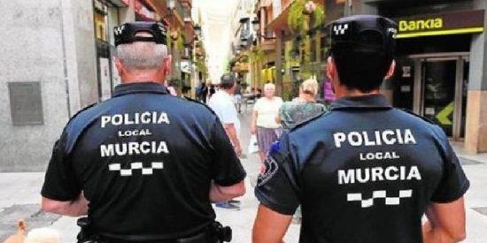 Un joven golpea y roba el móvil a su propia madre en Murcia