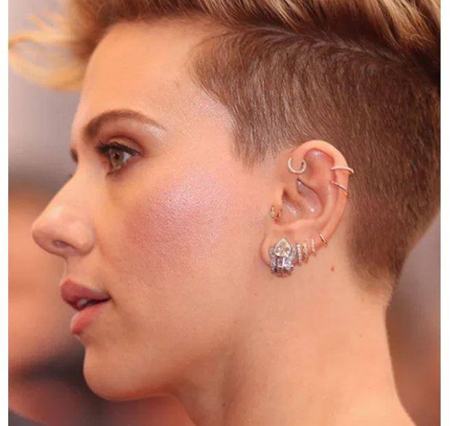 Scarlet Johannson, piercing