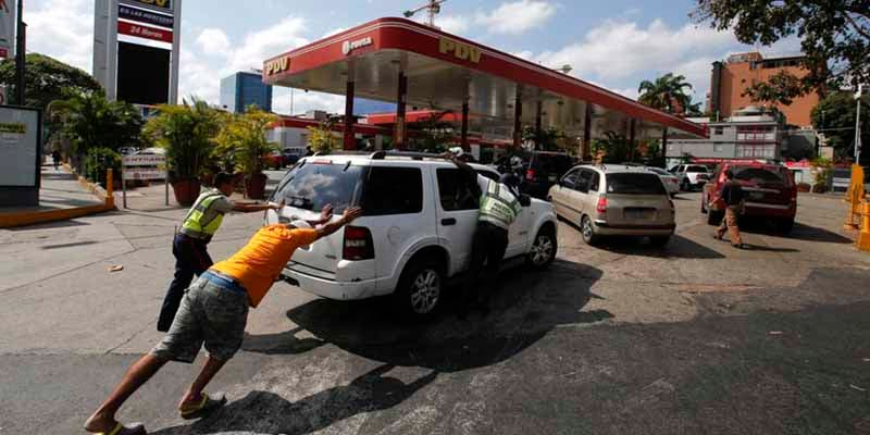 La insólita Venezuela chavista: de 'regalar' su gasolina a tener precios inalcanzables