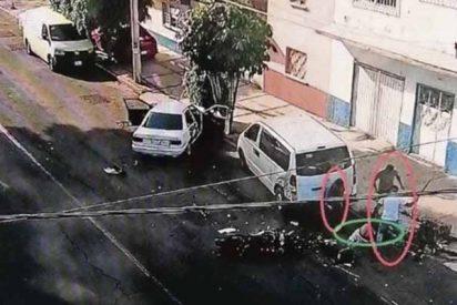 Terrible crimen en México: atropellan a un motociclista y lo asesinan a machetazos
