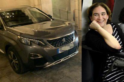 Os la han 'Colau': la alcaldesa de Barcelona olvida sus populistas viajes en metro y compra un coche oficial de 47.000 euros