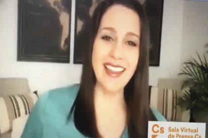El mal rato de Inés Arrimadas por lo que se le coló desde su casa en plena rueda de prensa