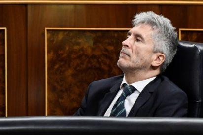El informe que desvela que Marlaska mintió a los españoles: Sánchez sí ordenó por escrito minimizar las críticas al Gobierno