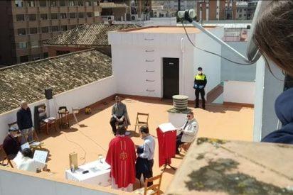 La Policía desmantela una misa que se estaba celebrando en una azotea de Sevilla en pleno confinamiento