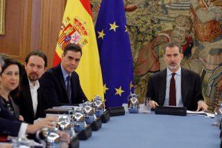 El Rey Felipe pone en jaque a Moncloa: se enfrenta a Sánchez e Iglesias por sus 'decretazos ilegales'