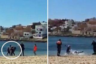 Un individuo se mete en una playa en Ibiza, la policía le llama al orden y decide 'zanjar' el asunto ahogando al agente