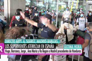 Confusión, llantos e intervención policial en la agitada llegada de los concursantes de 'Supervivientes' a Madrid