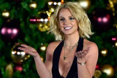 Britney Spears luce cuerpazo con un trikini dorado que quita el sentido