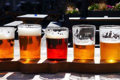 ¿Puedo a partir del lunes tomarme un vino o una caña de cerveza en la barra del bar?
