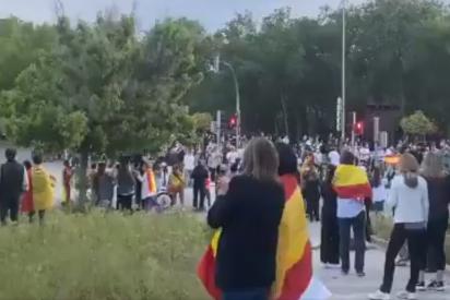 Aravaca: centenares de vecinos 'toman' la calle en protesta contra la censura y la nefasta gestión de Sánchez