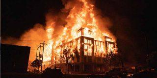 Minneapolis en llamas: manifestantes reducen a cenizas una comisaría por la muerte de George Floyd