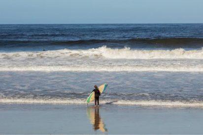 El viento, la corriente y una avalancha de espuma acaba con la vida de cinco surfistas en Holanda
