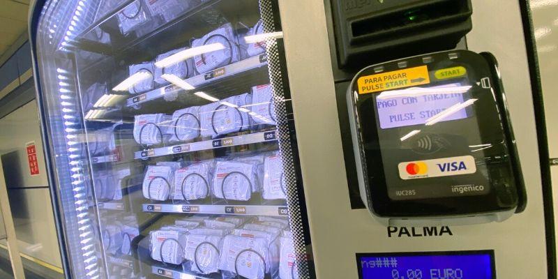 Del sándwich a la mascarilla: Metro de Madrid instala máquinas expendedoras de productos sanitarios