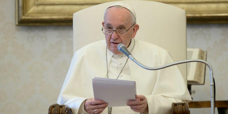 """El Papa recuerda el trabajo de los periodistas en medio de la pandemia: """"Arriesgan mucho"""""""