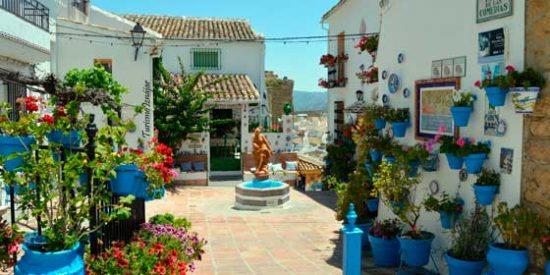 Córdoba: Iznájar reinventa su Festival de los Balcones