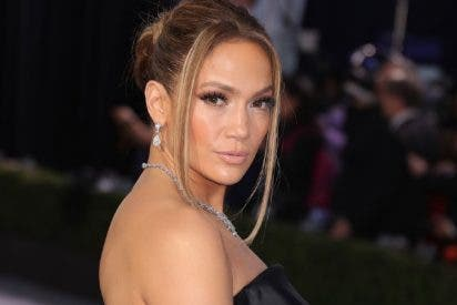 ¿Mala suerte o premeditación?: Jennifer López muestra su 'cosita' por culpa de un vestido traicionero