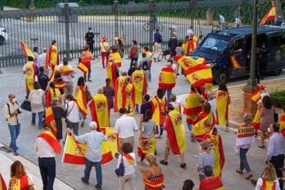 La protesta de las banderas españolas llega Barcelona y se extiende por España
