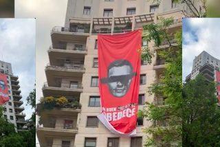 Despliegan una pancarta gigante contra Pedro Sánchez y se extienden las protestas por España