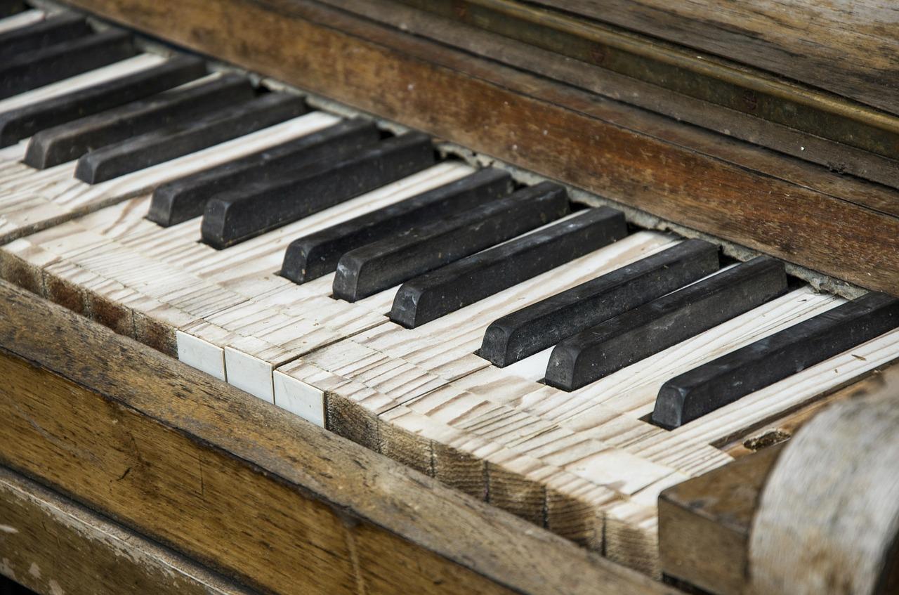 El juez condena a una pianista profesional a pagar 8.000 € a sus vecinos... ¡por tocar el piano!