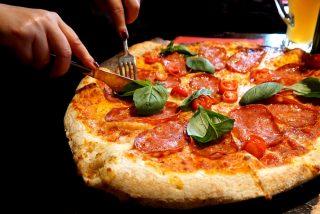 Chiste: el del tipo rumboso, las dos tías buenas y la pizza familiar