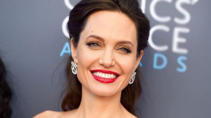 Angelina jolie tipos de cara cuadrada