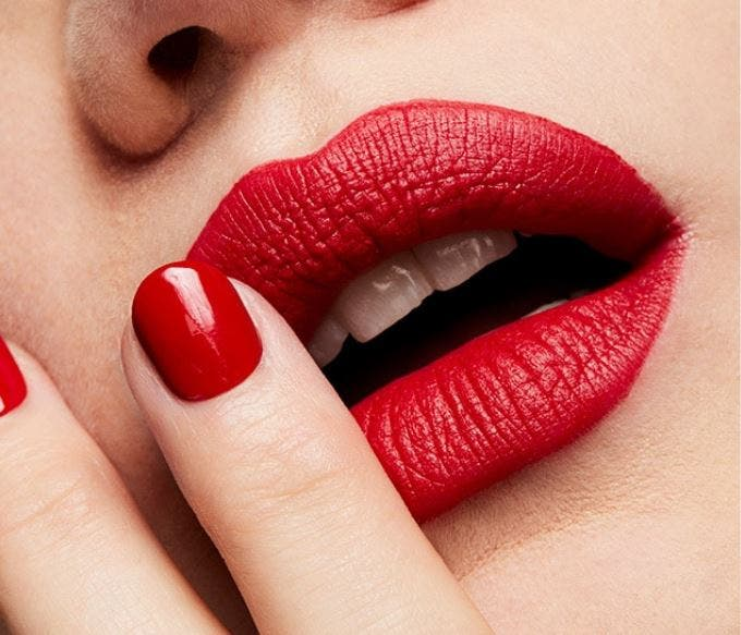 Lipstick Retro Mate de MAC en el tono Ruby Woo - barras de labios