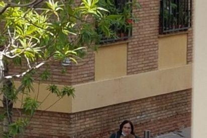 La delictiva foto de Ada Colau: cazada saltándose el confinamiento e intimando con una amiga