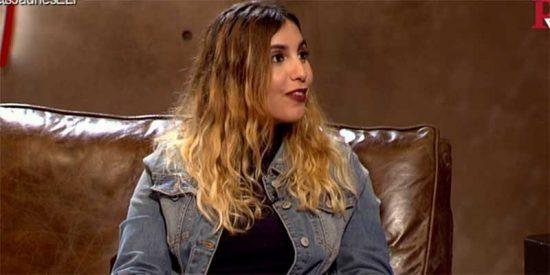 "Dina Bousselham, a la que Iglesias puso un panfleto para tenerla callada, se queja de que su coleta ""abra telediarios"""