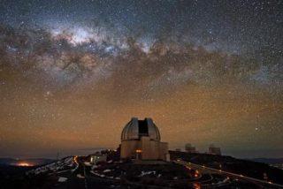 """Un grupo de científicos descubre el agujero negro más cercano a la Tierra: """"Se puede ver a simple vista"""""""
