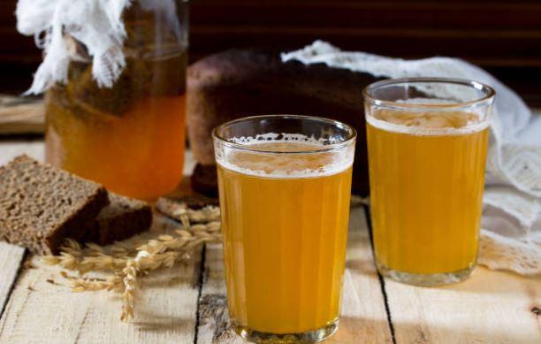 bebida kvas se toma con la sopa fría rusa
