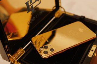 El hermano de Pablo Escobar lanza un lujoso iphone al más puro estilo narco para 'cargarse' a Apple