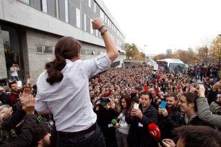 Iglesias libera a sus 'círculos bolivarianos' y se estrenan al grito de
