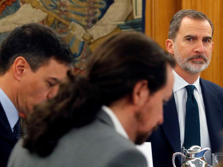 Alarma en Casa Real: siniestro plan de Sánchez e Iglesias para apartar al Rey Felipe y cargarse la monarquía