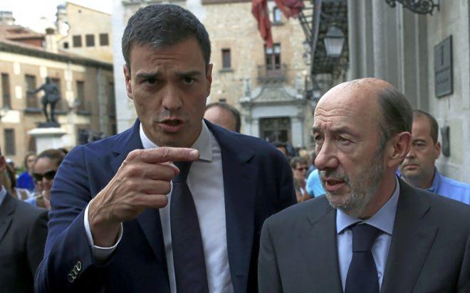 Golpe al Gobierno: COPE airea el espeluznante vídeo 'póstumo' de Rubalcaba contra Sánchez