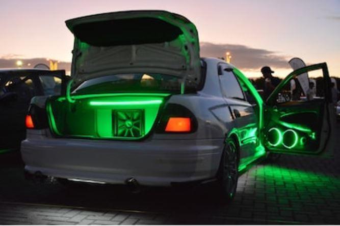subwoofer montado en coche