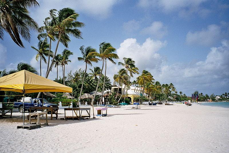 Antigua y Barbuda es el primer destino caribeño en abrir sus puertas al turismo