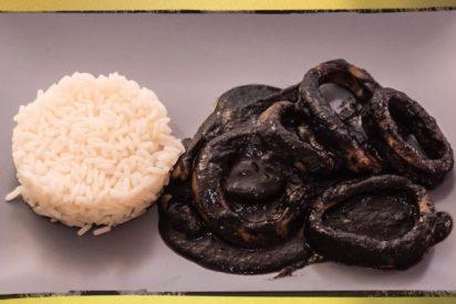 Calamares en su tinta con arroz blanco: la receta, paso a paso