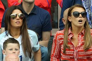 La 'guerra legal' entre las esposas de Rooney y Vardy 'estropea' el regreso del fútbol a Inglaterra