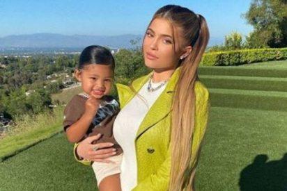 Con dos años ya es la envidia de todos: esta es la portada de Vogue de Kylie Jenner y su hija
