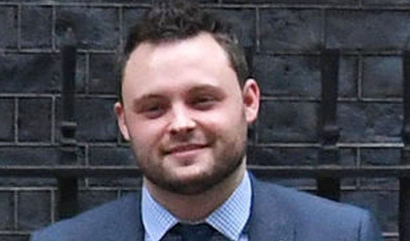 Un diputado británico exige 'garantías' para evitar que los padres se gasten los vales escolares en alcohol y cigarrillos