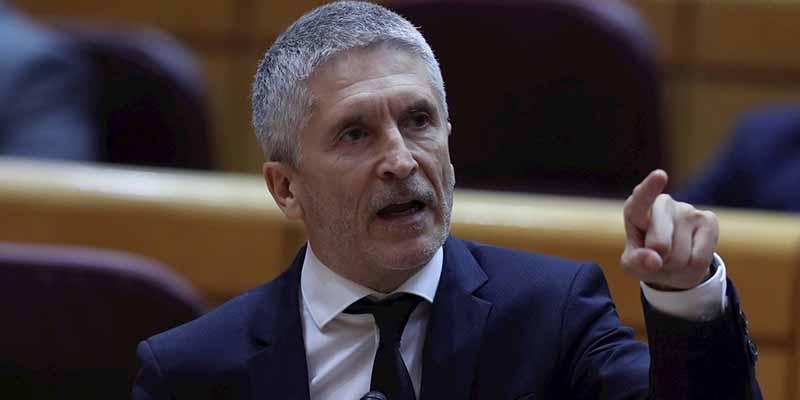 """Marlaska intenta salvarse 'torpedeando' a los suyos: """"Yo no he cesado a Pérez de los Cobos, fue el secretario de Estado"""""""