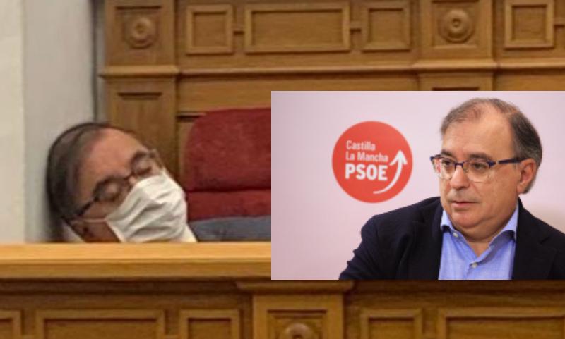 Pillan al líder del PSOE en el parlamento manchego durmiendo como un tronco en el pleno y él dice que estaba mareado