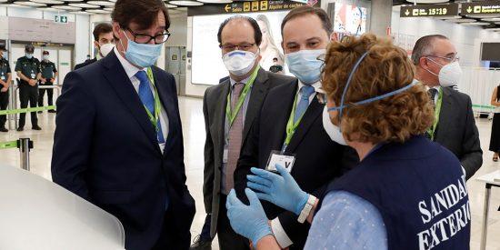 Illa y Ábalos 'permiten' que cuatro aeropuertos turísticos españoles sean el coladero del coronavirus
