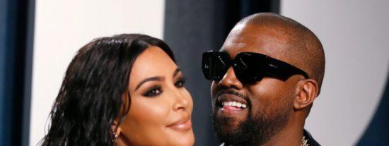 El marido de Kim Kardashian llora en el estreno de su campaña a la presidencia de EEUU