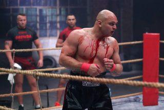 El bestial nocaut del 'Tyson polaco', el nuevo campeón de la disciplina más sangrienta